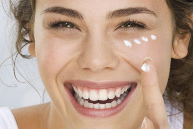 🥇 Las Mejores Cremas para las Bolsas de los Ojos